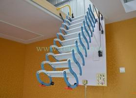 实用新型半自动伸缩楼梯